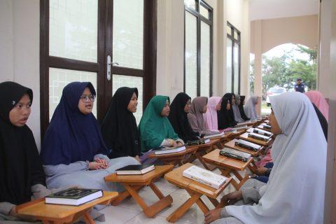 Santri Orangtua asuh Penghafal Quran AQL Islamic School